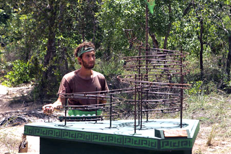 Stephen keeps busy with the final immunity challenge.