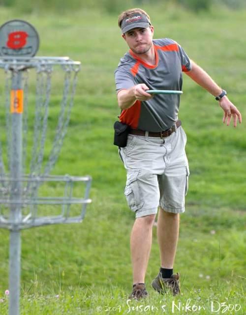 Eric prepares to putt.