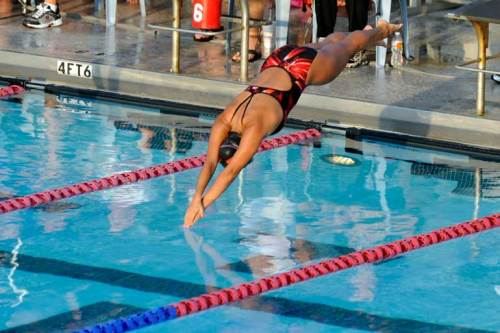 Luisa dives in to start her butterfly race.