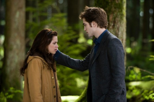 "kristen stewart and robert pattinson new moon. Movie Review: ""New Moon"""