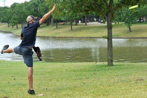 Ryan looks more like a ballet dancer than a disc golfer.